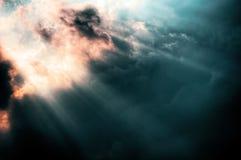 Strahl des Gottes in den dunklen Zeiten Stockfotos