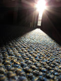 Strahl des Tageslichtes auf Teppich Stockbilder