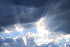 Strahlen des Sonnenscheins Stockfotos