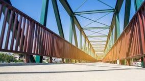 Strahlen des Stahlbrückenbaus auf dem blauer Himmel backgroun Lizenzfreies Stockbild