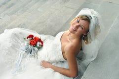 Strahlende blonde Braut Stockfoto
