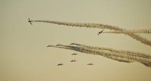 Strahlenkämpfer in der Anordnung während einer Flugschau stockbild