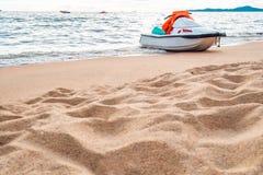 Strahlenski auf dem Strand Lizenzfreie Stockfotos