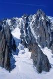 Strahlenstreifen über Mt. Blanc stockbild