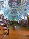 Strahov修道院的老图书馆在布拉格 免版税库存照片