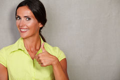 Straight hair female with thumb up Royalty Free Stock Photography