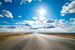 Straight road disappearing into the distance Royalty Free Stock Photography