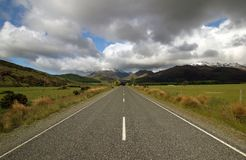 Straight road in New Zealand. With alps in the background Royalty Free Stock Photos