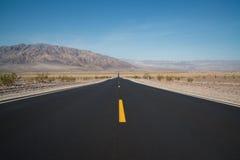 Straightaway longo no parque nacional de Vale da Morte Imagens de Stock