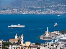 strait för messina port s royaltyfri fotografi