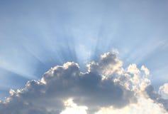 Stralen van een zonlicht wegens wolken Stock Fotografie