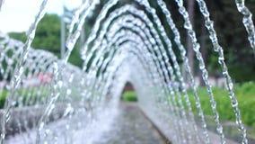 Stralen van waterfontein stock videobeelden