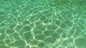 Stralen van Zon op zeebodem stock videobeelden