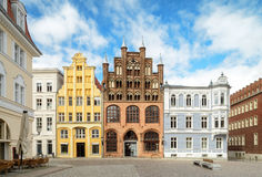 Stralsung, ιστορικά σπίτια στο τετράγωνο αγοράς στοκ εικόνα