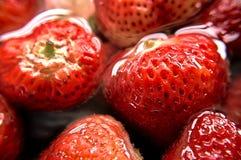 Stramberries στο νερό Στοκ εικόνα με δικαίωμα ελεύθερης χρήσης