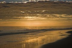 Strand in äußeren Banken bei Sonnenuntergang stockfotografie