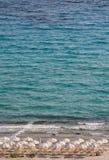 Strand in Afitos, Halkidiki, Griechenland Lizenzfreies Stockfoto