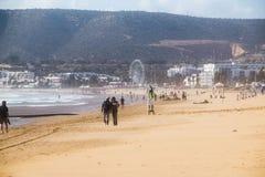 Strand in Agadir-Stadt in Marokko im Jahre 2016 Lizenzfreie Stockfotos