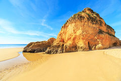 Strand in Algarve gebied, Portugal Stock Foto