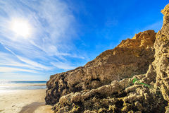 Strand in Algarve gebied, Portugal Stock Afbeeldingen