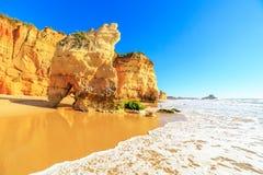 Strand in Algarve gebied, Portugal Stock Afbeelding