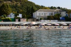 Strand-Ansicht in Sochi, Russland lizenzfreies stockbild