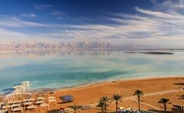 Strand auf dem Toten Meer in Israel Stockbilder