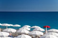 Strand auf französischem Riviera lizenzfreie stockfotos