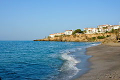 Strand auf Mittelmeer lizenzfreies stockbild
