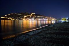 Strand av Alanya på natten, Turkiet royaltyfria bilder