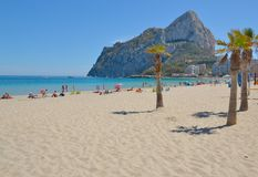 Strand av Calpe, Spanien Arkivfoton