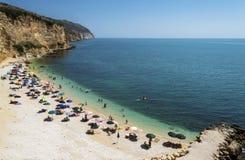 Strand av den Punta rossaen i Mattinata - Gargano - Apulia arkivbild