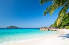 Strand av den Similan Koh Miang ön i nationalparken, Thailand Royaltyfri Foto