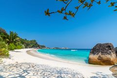 Strand av den Similan Koh Miang ön i nationalparken, Thailand Royaltyfri Fotografi