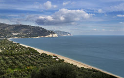 Strand av Mattinata - Gargano - Apulia Royaltyfria Bilder