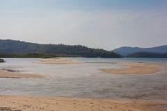 Strand av Paraty Mirim - Paraty - RJ - Brasilien Royaltyfri Bild
