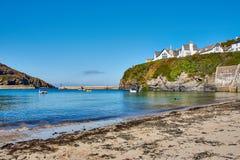 strand av port Isaac, ett fiskeläge i norr Cornwall, England arkivbilder