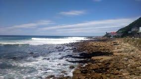 Strand av söder - afrikansk kustlinje royaltyfri foto