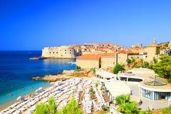 Strand Banje und Dubrovnik in Kroatien Stockfotos