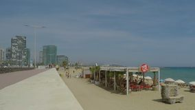 Strand-Bar gesehen von der Ufer-Straße stock video