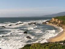 Strand bei Half Moon Bay lizenzfreie stockbilder
