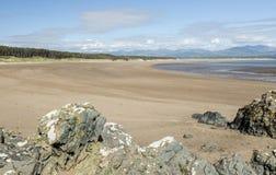 Strand bei Newborough, Anglesey, Wales, Großbritannien stockbilder
