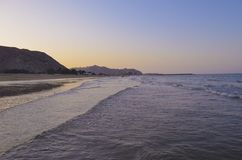 strand, berg, nacht Royalty-vrije Stock Foto's