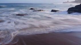 Strand bewegt Ozean-träumerischen Meerblick wellenartig stock video footage