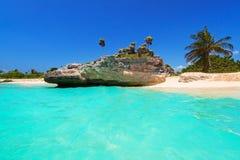 Strand bij Caraïbische overzees in Mexico royalty-vrije stock foto