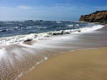 Strand bij de Halve Baai van de Maan, Californië Stock Afbeeldingen