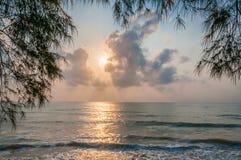 Strand bij de ochtend stock afbeelding