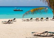 Strand bij het Caraïbische overzees Stock Afbeeldingen