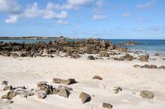 Strand bij LâAncresse Baai, Guernsey Stock Foto's