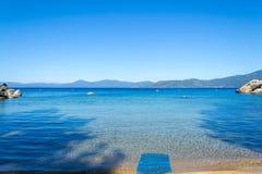 Strand bij Zandhaven in Meer Tahoe stock foto